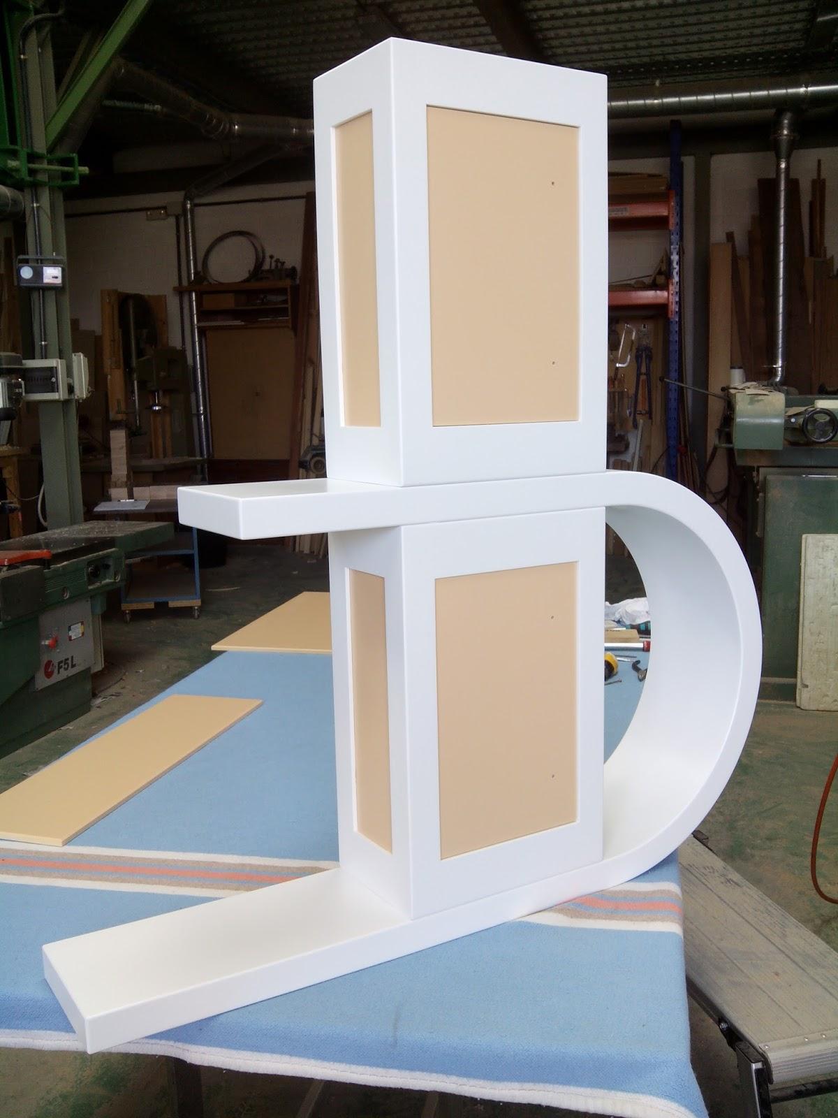 Muebles para cuarto de baño de diseño en madera de haya y tablero de