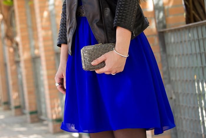 Accesorios brazalete de plata de Tous y bolso de mano metálico de Zara