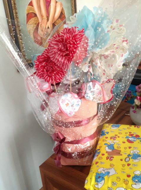 regalo bebe maceta flores pañales
