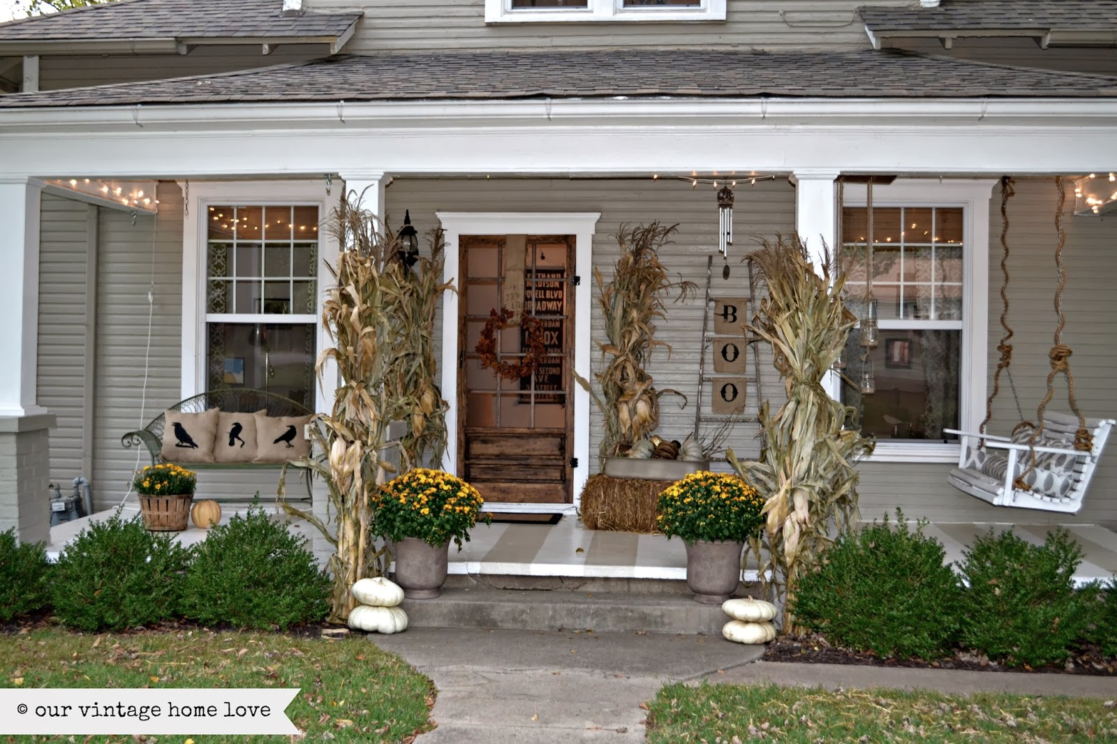 Vintage home love fall porch ideas Small front porch decorating ideas for fall