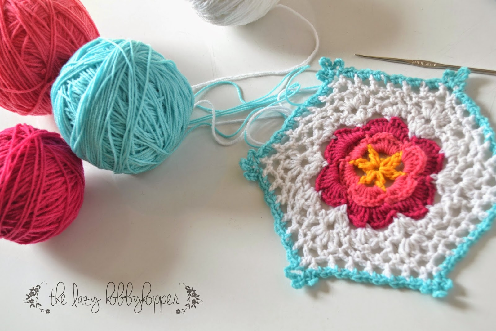 The lazy hobbyhopper hexagon with flower free pattern my first post for this year after one long month shows what a lazy blogger i am actually by the beginning of the year we had taken a short vacation to bankloansurffo Choice Image