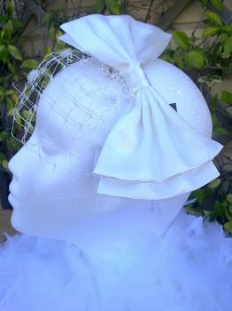 Tocado novia con lazo XXL de raso con tul plumeti...precioso!!