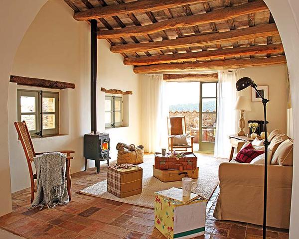Decor me una vivienda r stica para relajarse en girona - Interiorismo de casas ...