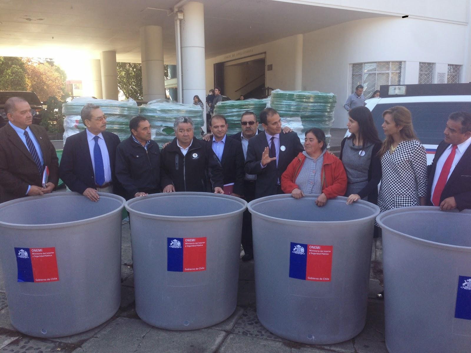 Intendente d az encabez entrega de estanques de agua for Estanques para almacenar agua potable