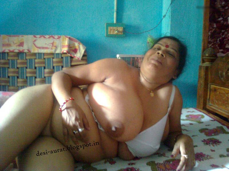 Desi sexy aunty boobs