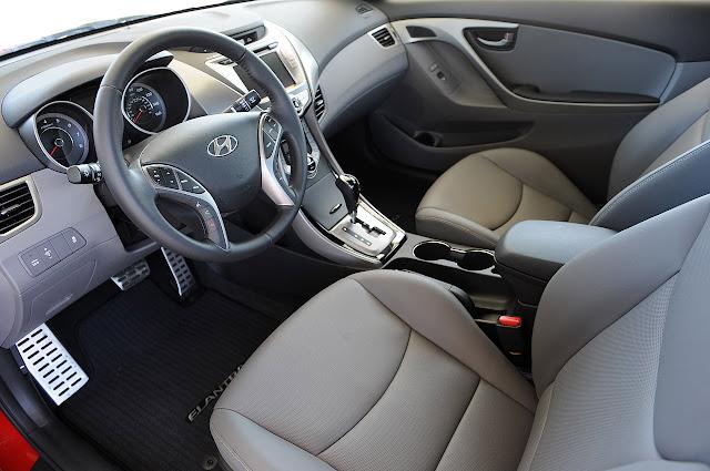 салон Hyundai Elantra Coupe 2013