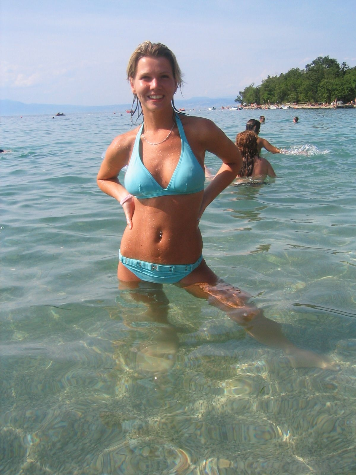 Cute Busty Blonde Enjoying Her Topless Vacation | Gallery Porn Girls: tangocupcakees.blogspot.in/2011/06/cute-busty-blonde-enjoying-her...