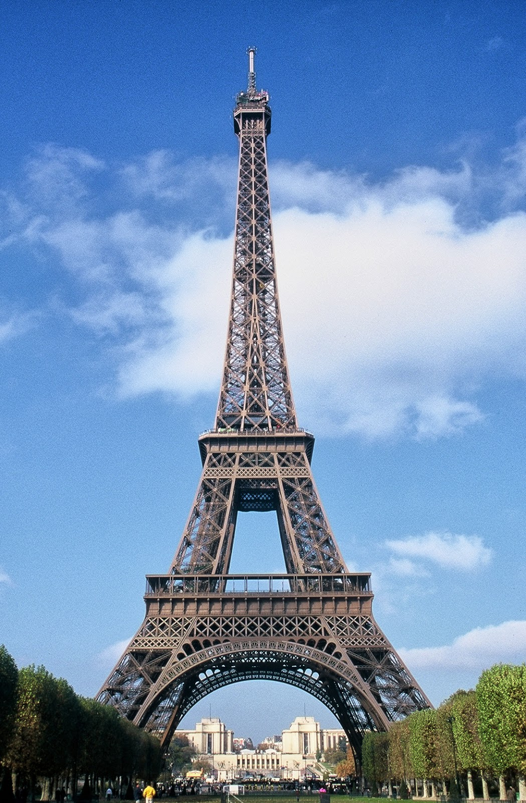 World visits tours the eiffel tower famous symbol paris for Most famous architecture in the world