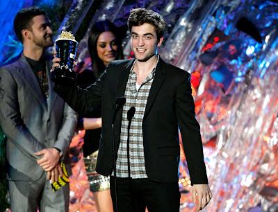 MTV Movie Awards 2011 - Página 3 Pattinsonlife-MTVMA-3%252B%25282%2529