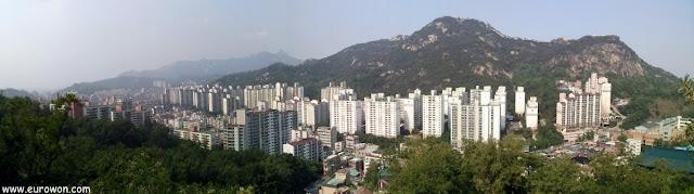 Vista de la montaña Inwangsan desde Ansan
