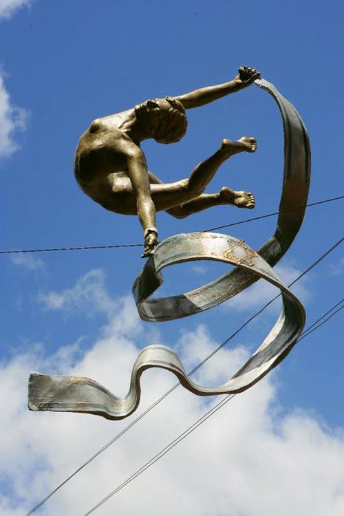 Simply Creative: Balancing Sculpture by Jerzy Kediora (JOTKA)
