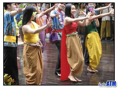 Bangkok hotels latest News-Songkran festival dancing