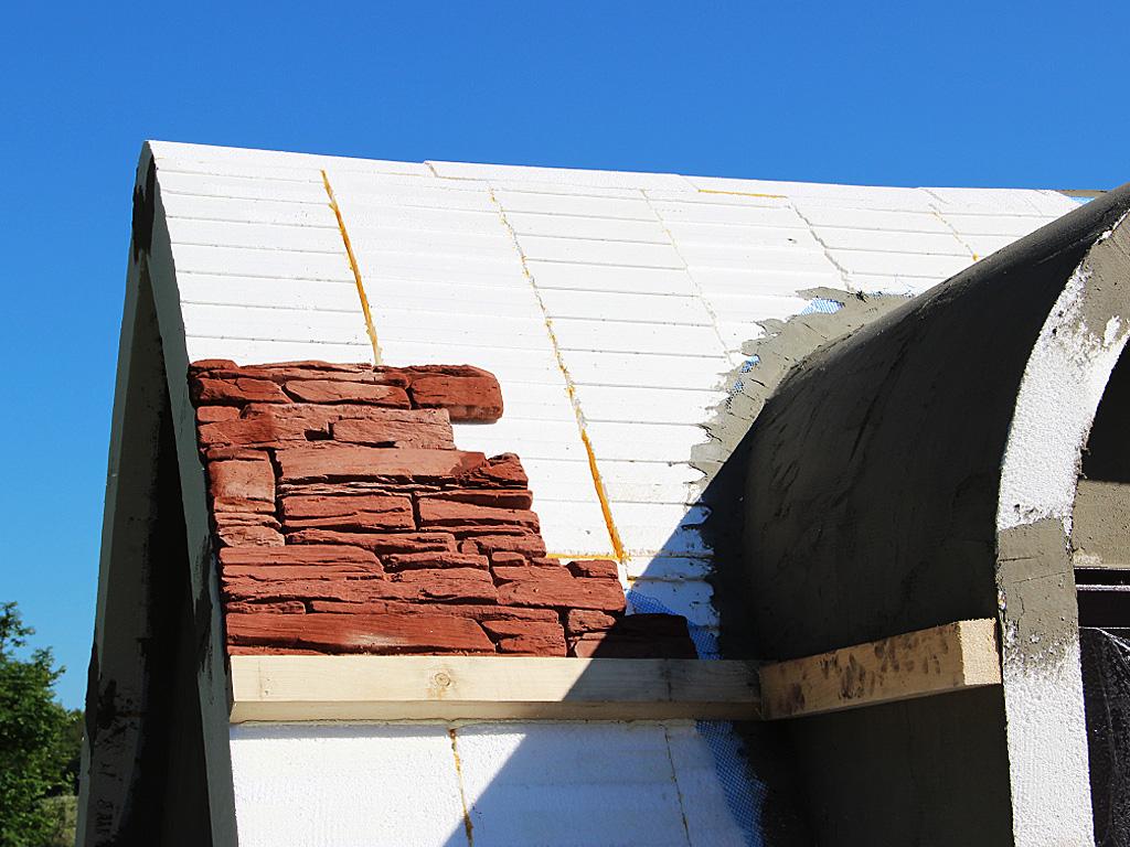 Для гидроизоляции потолка пленка