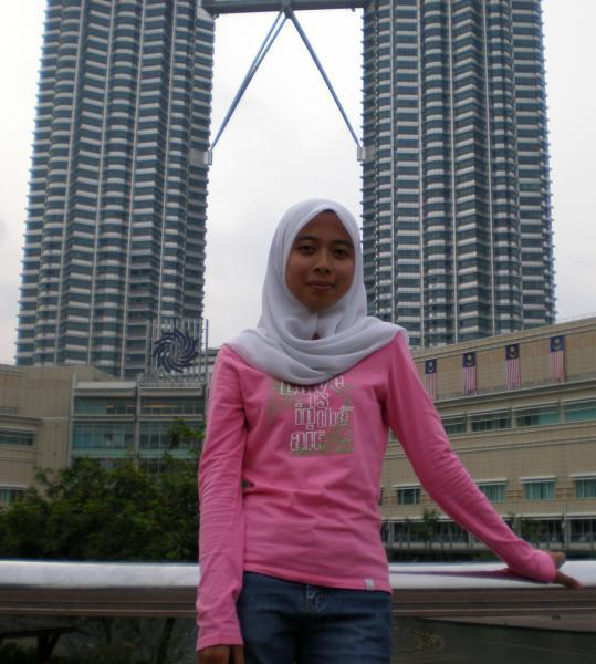 silahkan anda download gratisss pic cewek jilbab cantik hot di sini