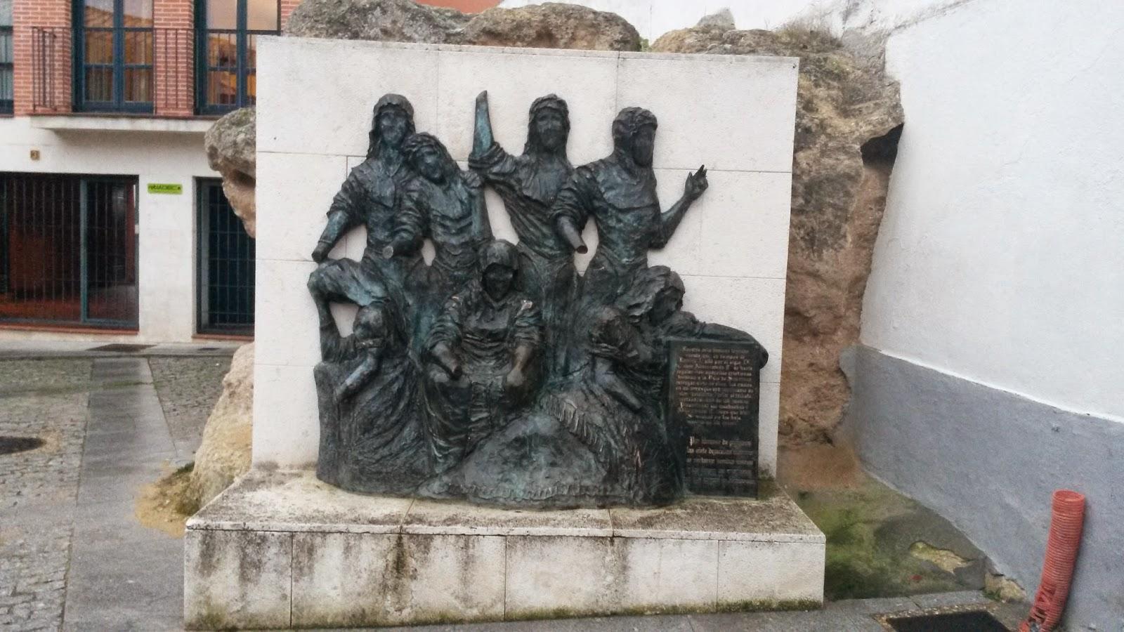 Monumento a las 7 Doncellas, que representa la Leyenda de Simancas.