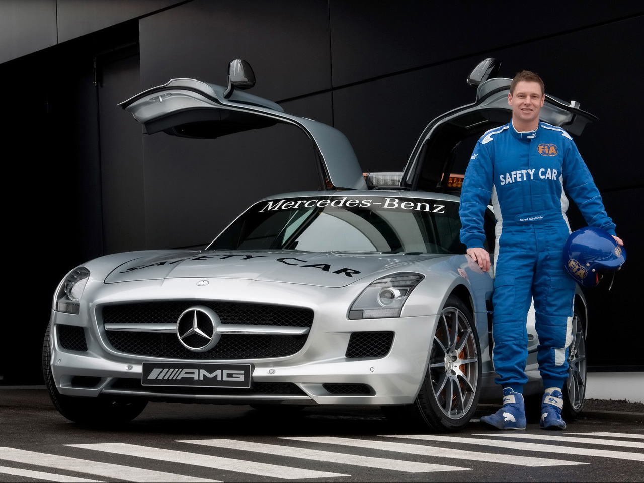 Luxury car bmw championship and the mercedes benz in for Mercedes benz car