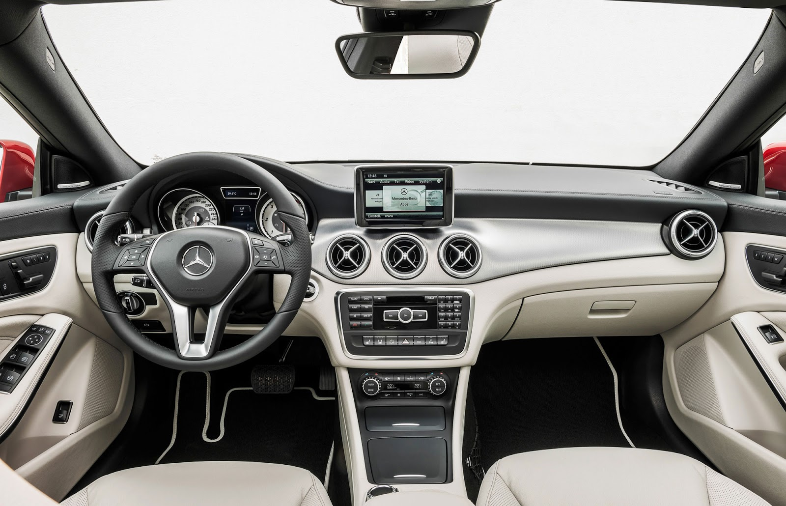 2014 mercedes benz cla debuts at detroit show what will it for Mercedes vito interieur