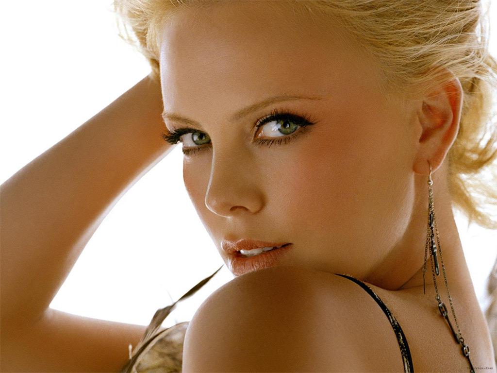 http://3.bp.blogspot.com/-jVTGM7R2uBk/Tk_xQ6BxoYI/AAAAAAAAAMU/P3oyXq_5BSc/s1600/16+charlize+theron.jpg
