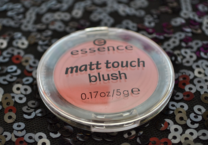 Румяна essence matt touch