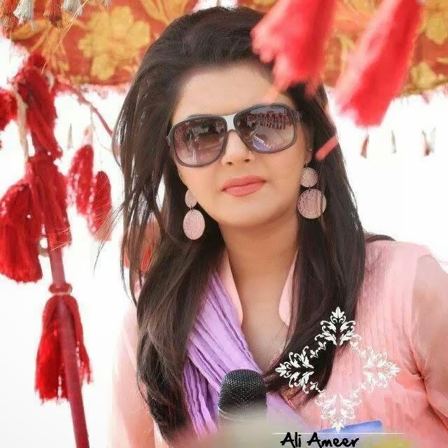 Nida Yasir | MangoMag
