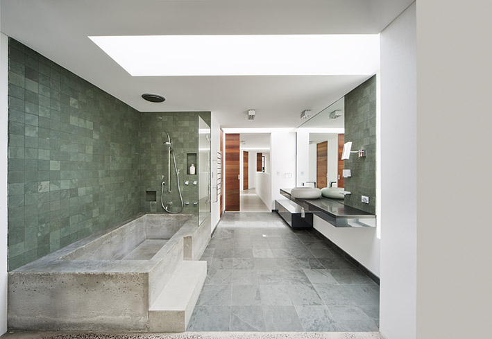 Best bathroom interior designs ideas large stone bath for Best bathrooms in australia
