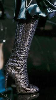 Сапоги Gucci с эффектом змеиной кожи