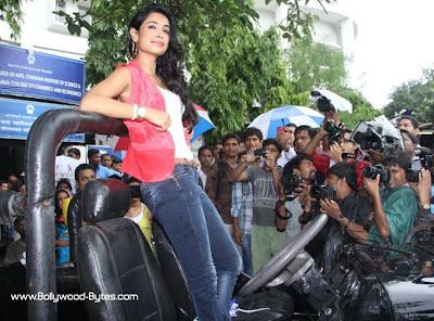 Bollywood's New Girl Sarah Jane Dias Promoting Kyaa Super Kool Hain Hum