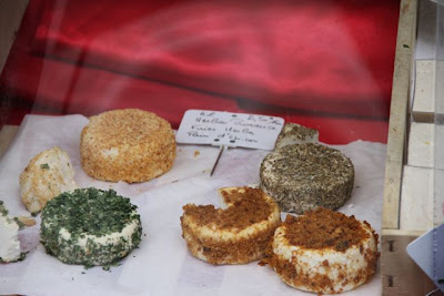 quesos  en el Barrio de Montmartre. Blog Esteban Capdevila