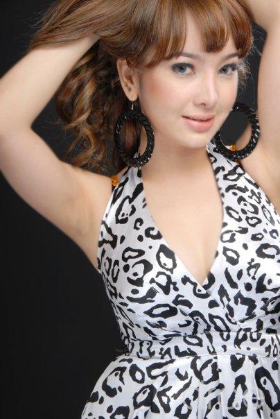Foto Seksi Devita Rusdi - Penyanyi Dangdut