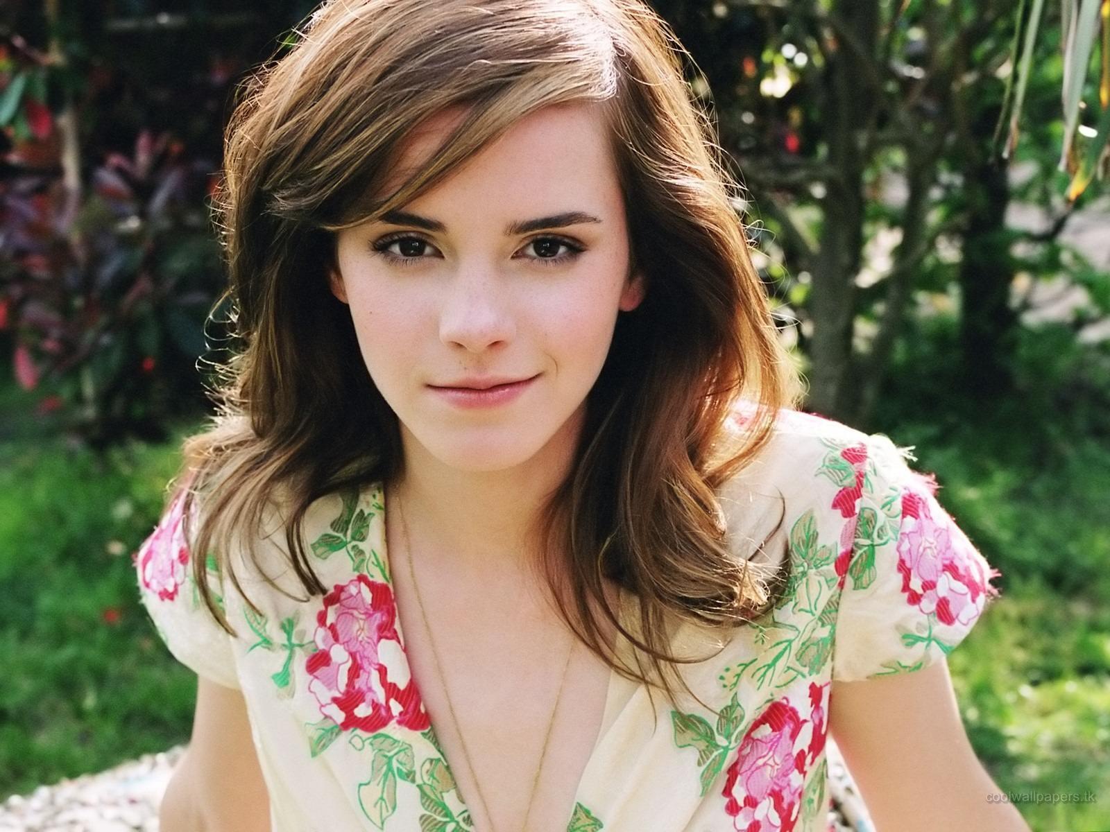 38 Beautiful HD Emma Watson Wallpapers