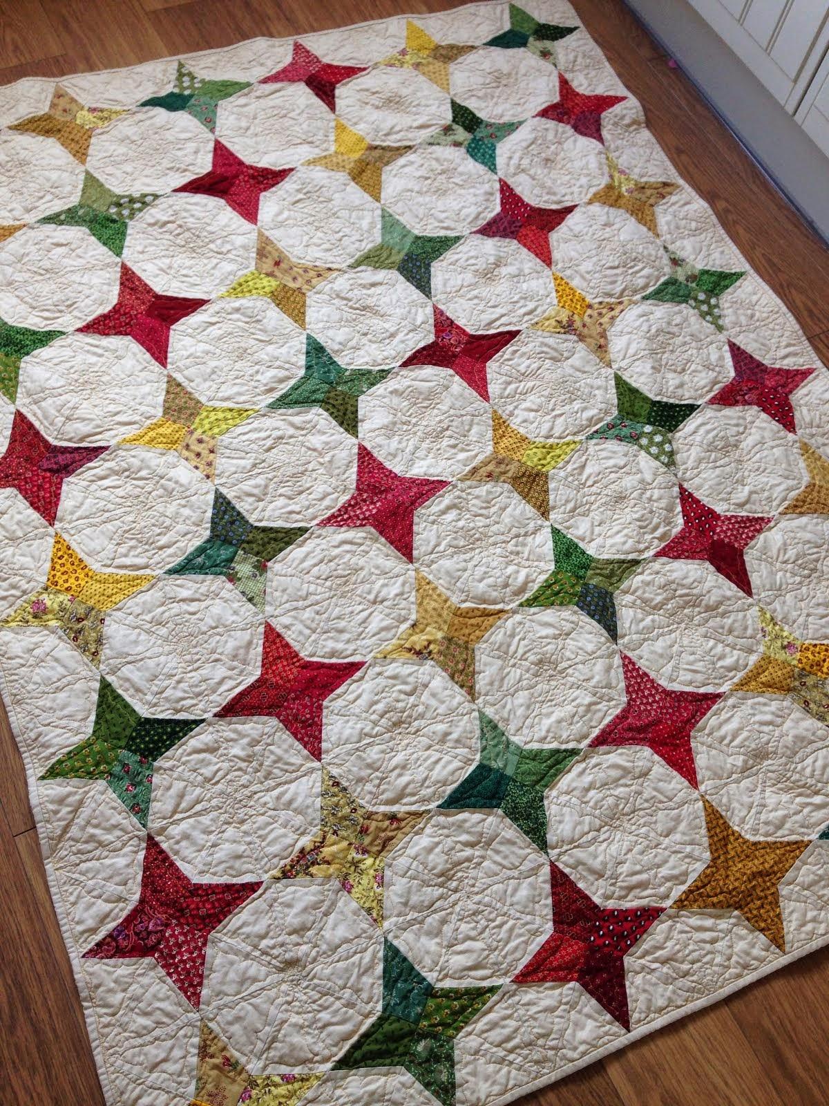 Deze quilt heb ik gemaakt met al mijn oude groen, rode, en gele lapjes...echt antiek!