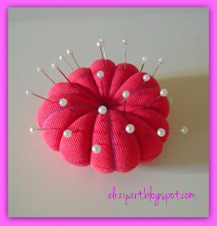 http://elizyart.blogspot.com.es/2013/11/cookies-coasters-and-cushions.html