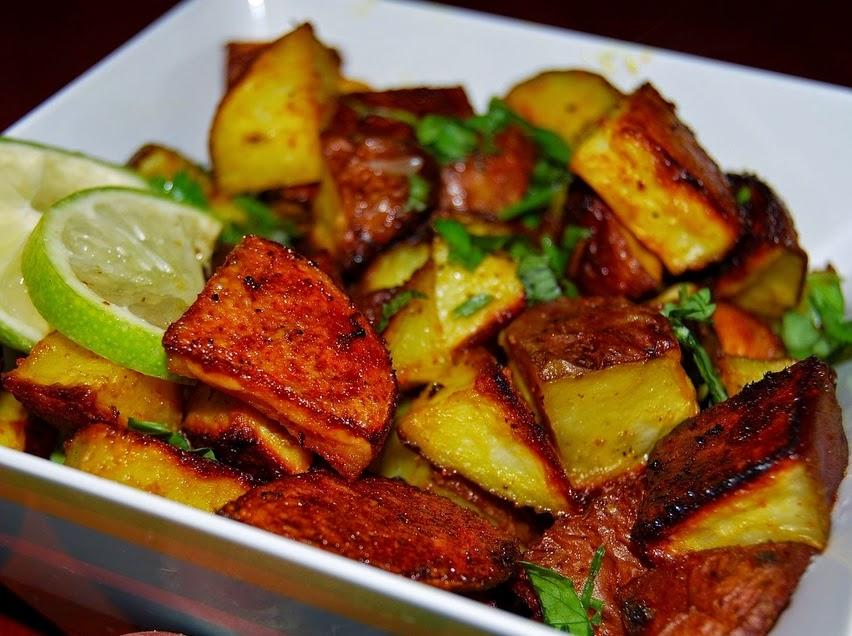 Batatas Assadas com Coentro e Limão (vegana)