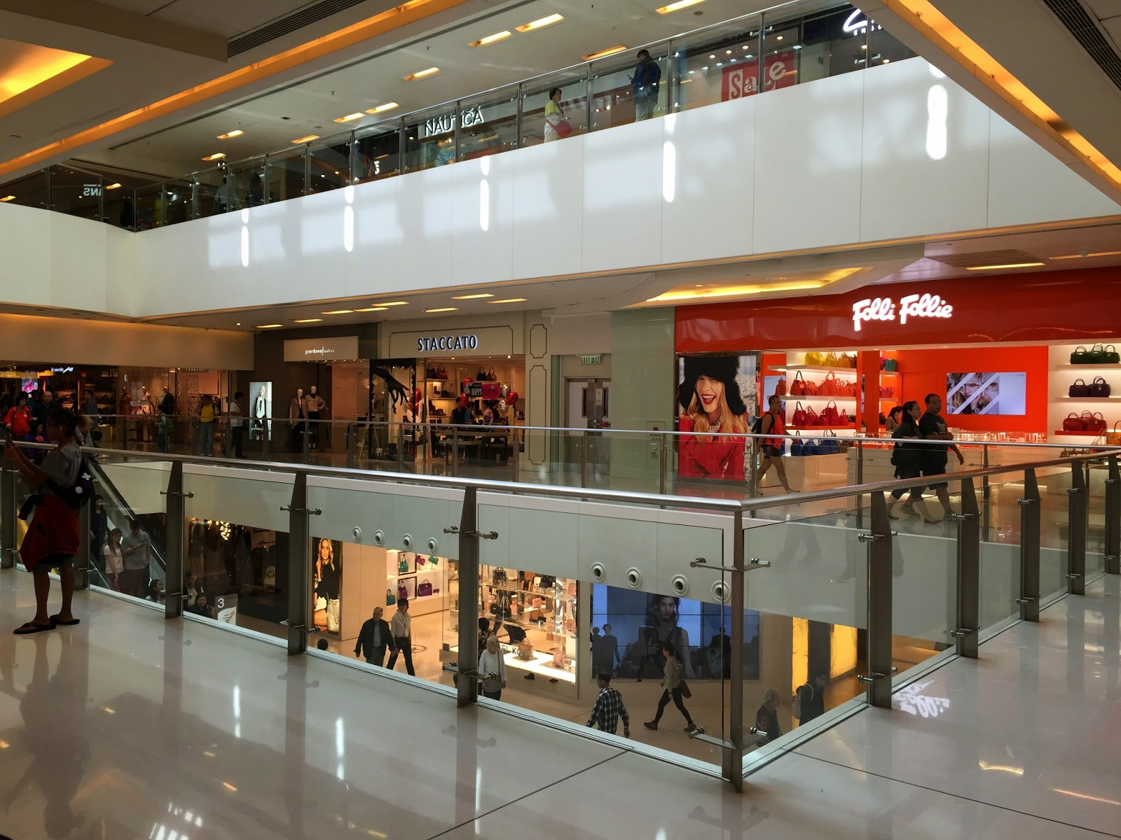 my favourite shopping mall essay Write a paragraph about your favorite store mall shopping के लिए english sentences my favourite places to write in london.
