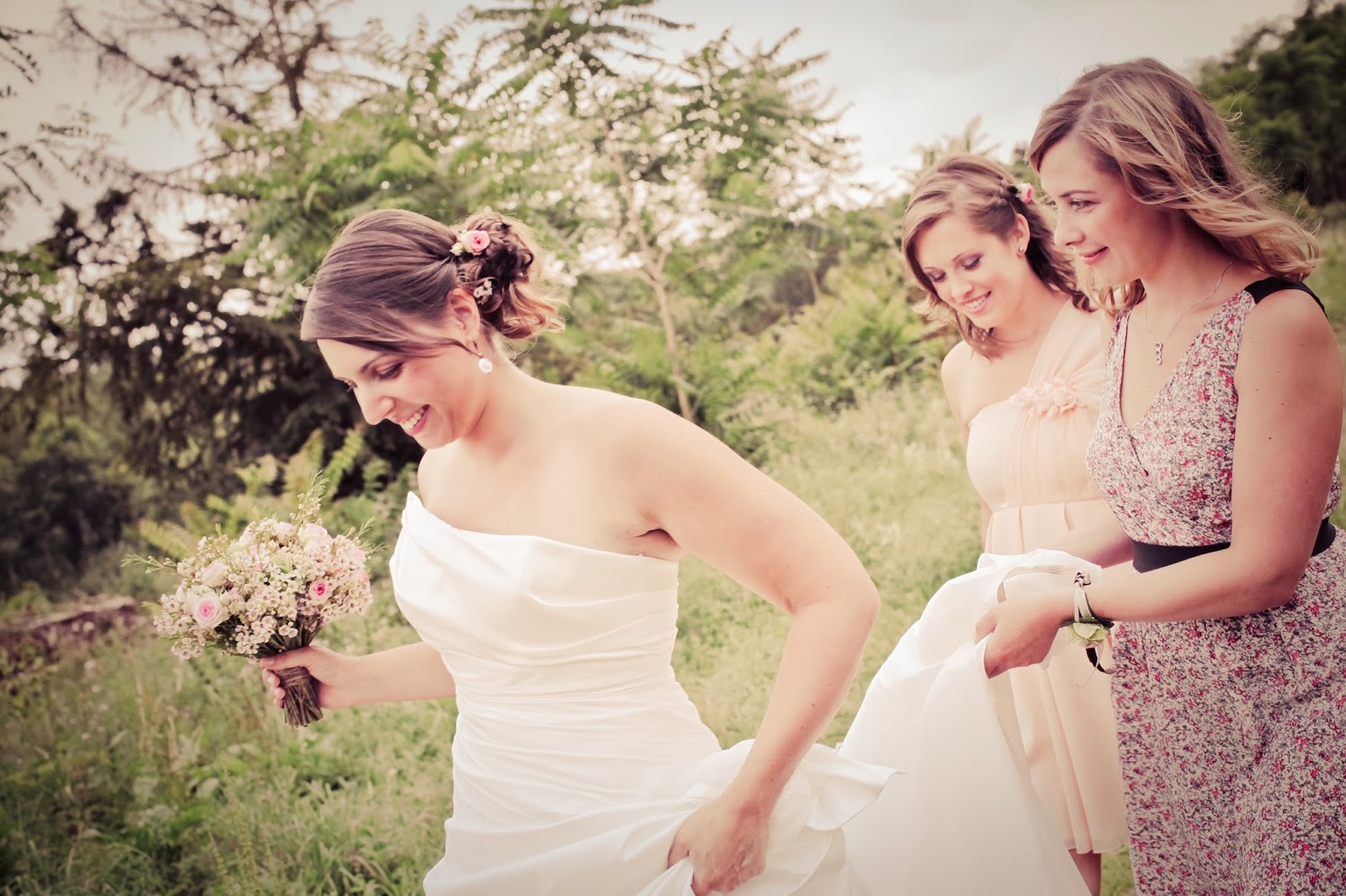 the bride and her bridesmaids walking, retro styled wedding photography by Elisabeth Perotin