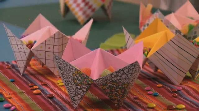 Suporte para doces feito de origami/dobradura