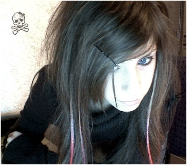 Emo Hairstyles And Long Hairstyle For Teens With Oval Face: Cute Face With Long Emo Hairstyles Combine Side Swept