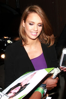 Jessica Alba shoulder length straight hairstyle