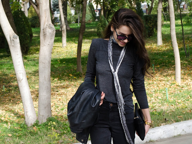 diyorasnotes_fashionblog_look_of_the_day_asos_black_and_grey_fall_ivanka_trump_heels_cropped_jeans_street_style_clutch