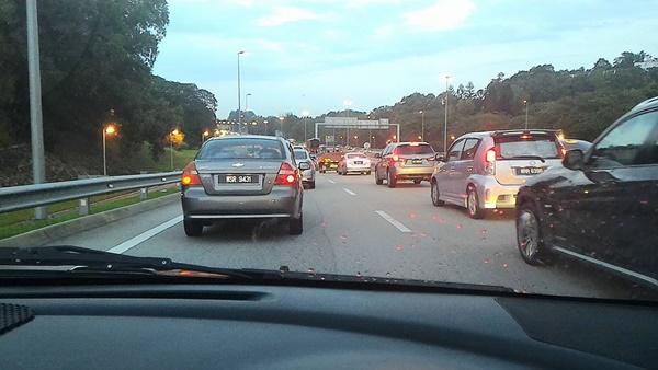 Saya Lihat Nombor Pendaftaran Kereta Rasmi Najib, Memang Tak Lah Nak Bagi Laluan!