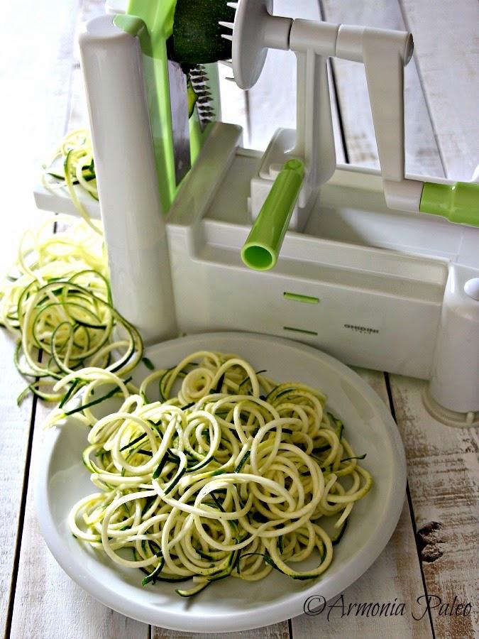 """""""Spaghetti"""" di Zucchine al Ragù di Pesce e Fiori di Zucca di Armonia Paleo"""