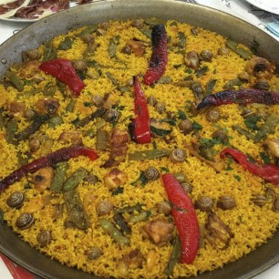 "This paella, with red peppers, presents a more delicate political problem. This is a  traditional paella recipe in Castellón. It is not ""paella valenciana"", but since Castellón is in the Comunidad Valenciana, many from this region were upset when the official paella valenciana recipe excluded red peppers. All I can say to them is, again,  there is a difference between the recipe paella valenciana and paella ""from Valencia"""