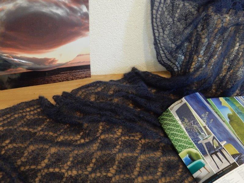 TE KOOP en NET KLAAR: Mooie blauwe Lang mohair luxe shawl.