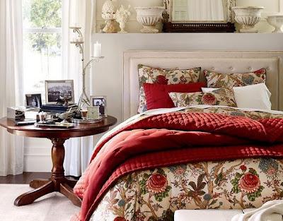 quarto de casal decorado em vermelho