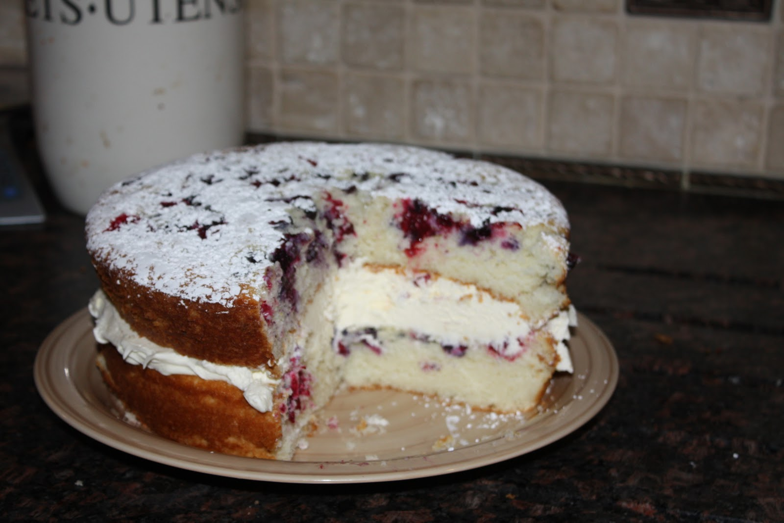 ... Cupcake's Kitchen: Lemon Berry Cake filled with Mascarpone filling