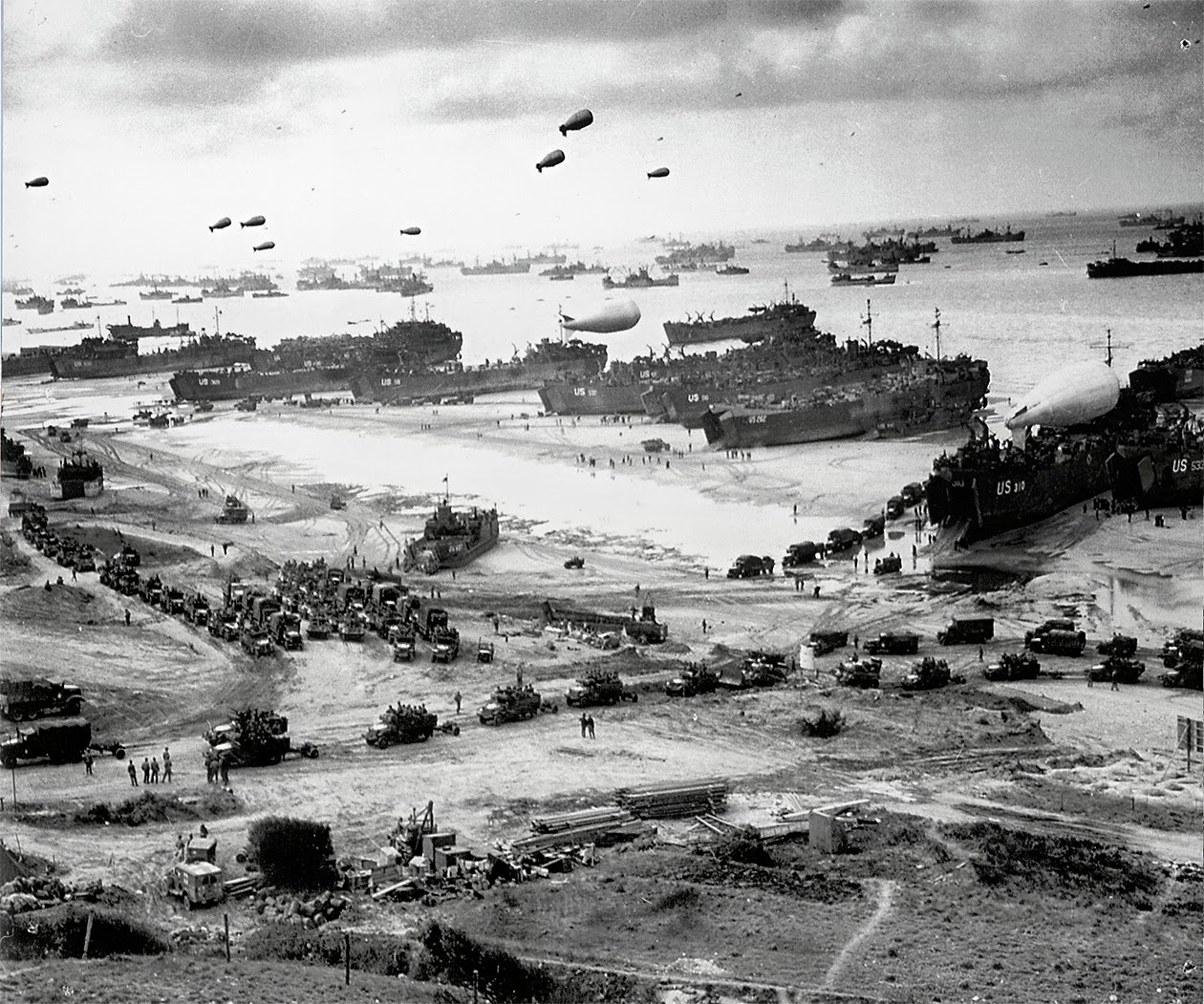 June+1944+Omaha+Beach.jpg