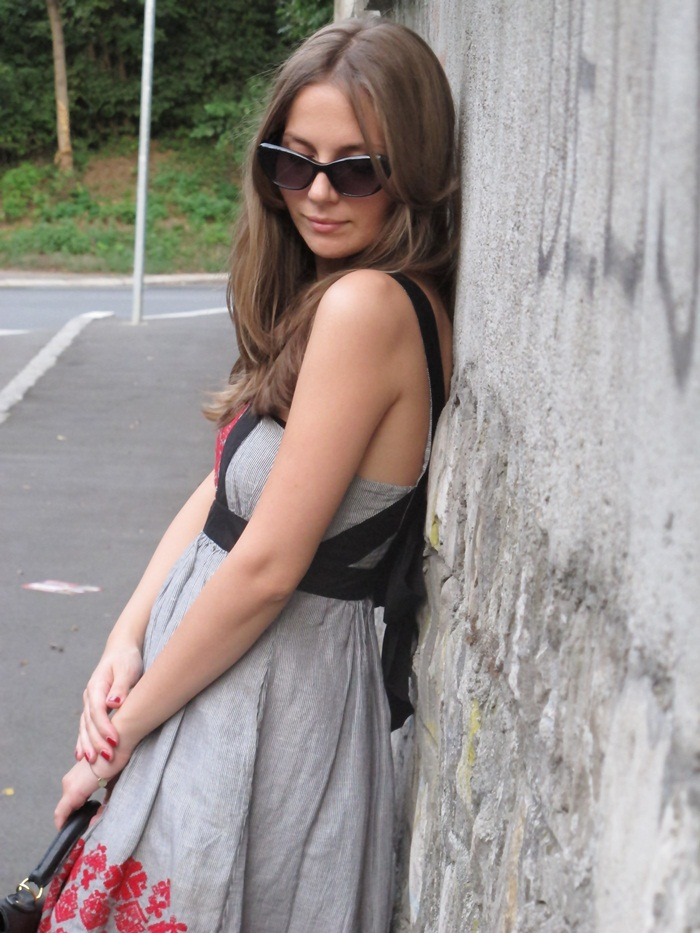 Simplicity, Outfit