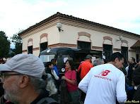 Davant el Consell del Poble de Llerona. Autor: Carlos Albacete