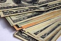 """El dólar """"blue"""" sube a $ 7,85 y el oficial a $ 5,05.-"""