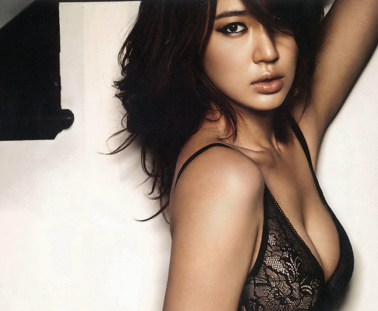 Born in    Korea  Yoon Eun HyeYoon Eun Hye